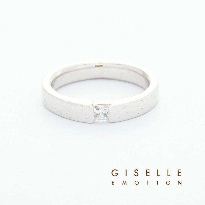 18金ホワイトゴールド ワンポイントダイヤモンド ペアリングの女性用着用画像
